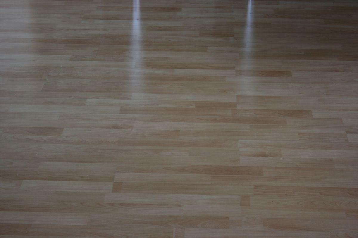 Billig gulvafslibning Frederiksberg – 3 gratis tilbud